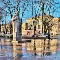 памятник Н.И Пирогову :: юрий иванов