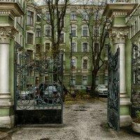 Питерский дворик :: Виталий Бенгард