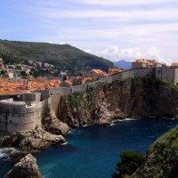 Вечное море у старых стен.. :: Ирина Сивовол