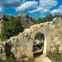 Развалины крепости крестоносцев :: сергей cередовой
