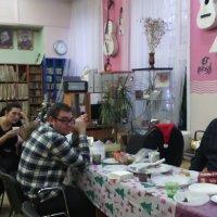 В перерывах артистам и гостям можно и чайку  попить с угощением! :: Ольга Кривых