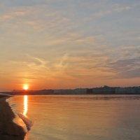 Утро,солнце и Нева. :: Владимир Гилясев