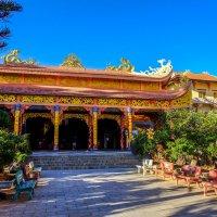 В храме Золотого Будды. Далат. Вьетнам. :: Rafael
