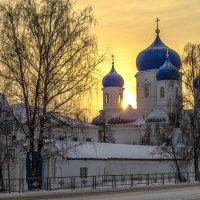 солнце за монастырем садилось :: Сергей Цветков