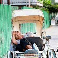 Вьетнам. Уставший рикша...))) :: Иван Клёц