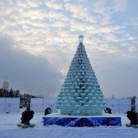 Ледяная елка на Поклонной горе :: Владислав Смирнов