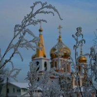 Есть праздник, что светлее всех других... :: Евгений Юрков