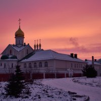 Церковь на фоне потрясающего заката :: Никита Пелевин