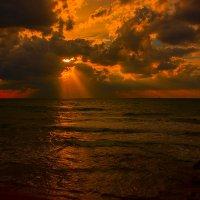 Поздний вечер на море :: Виктор Мороз