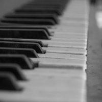 Пианино в заброшенном доме :: Сергей Руденко