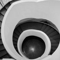 Лестница в ЕльцинЦентре :: Нина Потапова