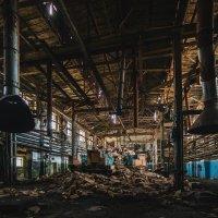 Заброшенный ламповый завод :: Данил Антонов