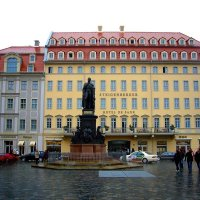 Памятник королю Саксонии Фридриху Августу II на пл. Ноймаркт в Дрездене :: Денис Кораблёв