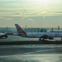 Рассвет в аэропорту Домодедово :: Zifa Dimitrieva