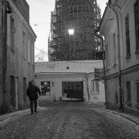 Старая улочка :: Владимир Зонов
