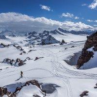 На склонах Эльбруса 2 :: Александр Хорошилов