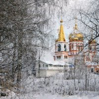 Среди дубравы блестит крестами храм пятиглавый с колоколами... :: Евгений Юрков