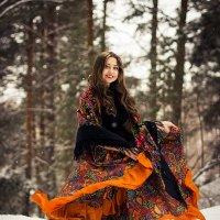 Молодая цыганочка :: Виктор Зенин