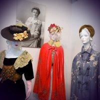Старинные дамские одежды :: Ростислав