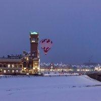 Городской пейзаж с воздушным шаром. :: Анатолий Грачев