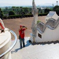 Турист перед входом в храм :: Юлия Ростовцева