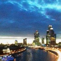 Москва — в сиянии огней,Москва — в движении машин..... :: Galina Leskova