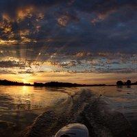 Закат на воде :: Москалёв Пётр