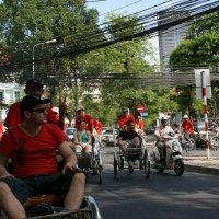 Рикши и небо в проводах.Вьетнам :: Антонина