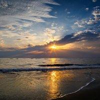 Закат на черепашьем пляже. :: Владислав Мухин