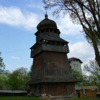 Деревянная  звонница  в  Дрогобыче :: Андрей  Васильевич Коляскин