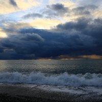 Море на закате солнца :: valeriy khlopunov