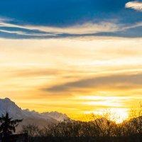 Вид из окна на Кавказский хребет :: Олег Стасенко