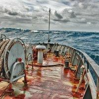 Свинцовые воды Охотского моря :: Николай Андреев