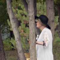 Дама в парке :: Полина Потапова