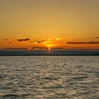 Летний закат на водохранилище. :: Юрий Клишин