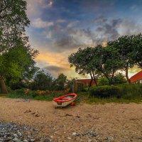 лодка на берегу :: Марат Макс