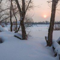 Вот и солнце, удаляясь на покой, опускается над сонною рекой :: Любовь Потеряхина