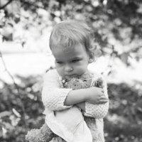 Девочка с мишкой :: Юлия Герман