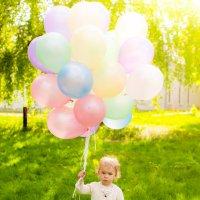 Девочка с шариками :: Юлия Герман