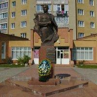Памятник  Роману  Шухевичу  в  Калуше :: Андрей  Васильевич Коляскин