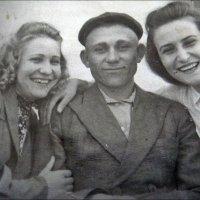 Вера, Виктор и Лариса - друзья с детских лет. 1953 год :: Нина Корешкова