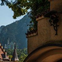 Вид на замок Нойшванштайн из замка Хоэншвангау :: Надежда Лаптева