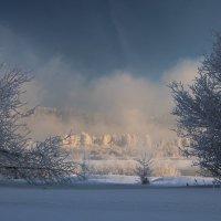 Морозно, и река парИт... :: Александр Попов
