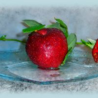 Впрямь, Яблоко, сей фрукт соблазна, известен людям с древних пор... :: Людмила Богданова (Скачко)