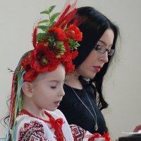 Первое фортепианное произведение...Хорошо, когда мама  рядом! :: Galina Dzubina