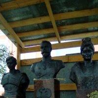 Памятник Николаю 2, его жене и сыну. :: Светлана Калмыкова