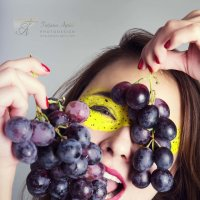 Fruit Girl :: Tatjana Agrici