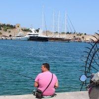 Родос.Рыбаки в порту. :: vadimka