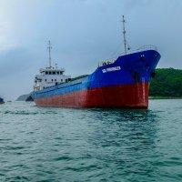 Встреча в Южно-Китайском море. :: Rafael