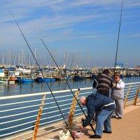 рыбаки и рыбачка :: ALEX KHAZAN
